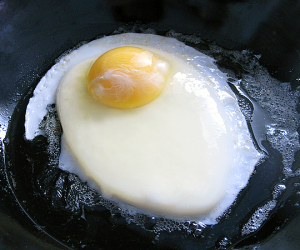 Thumbnail image for Fernand Point's Perfect Fried Egg   Love and l'ouef